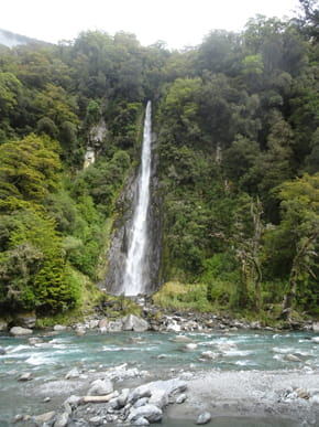 Thunder Creek Falls - private guided tours of New Zealand